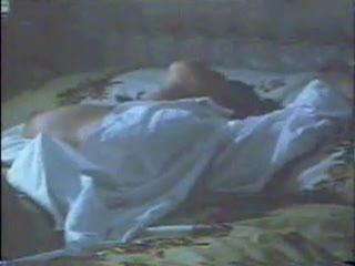 石田えり 腰を浮かせての激しいオナニーシーンのサムネイル画像
