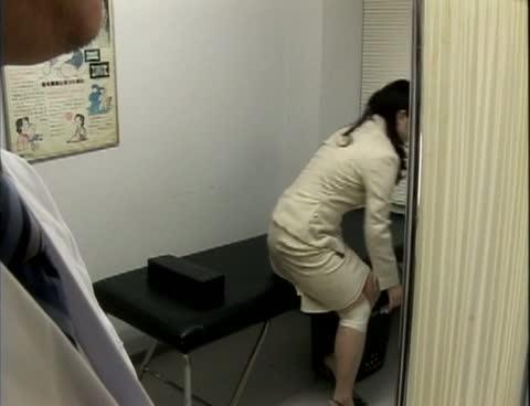 【ヘンリー塚本】医者を誘惑する痴女妻
