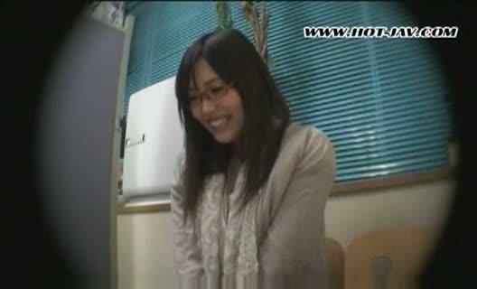 【3P・乱交の潮ふき・オナニー動画】【素人】ヤラ...