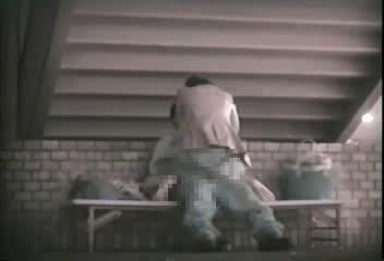 高架線の下で野外青姦セックスをするカップルを盗撮に成功!勃起しちゃった彼氏の肉棒にまたがる彼女!そんな極上騎乗位で腰を振ると数分と持たずに逝っちゃいますよw
